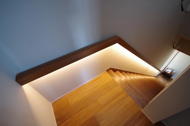 いつまでも仮設置のままの「LEDテーブライト」